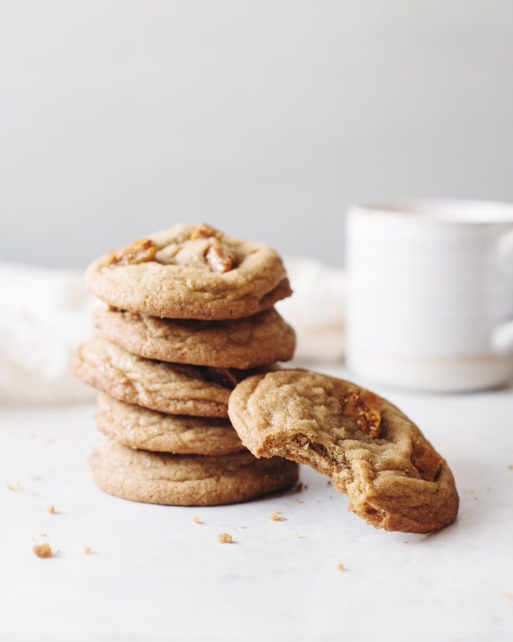 A big stack of fig and speculoos cookie butter cookies